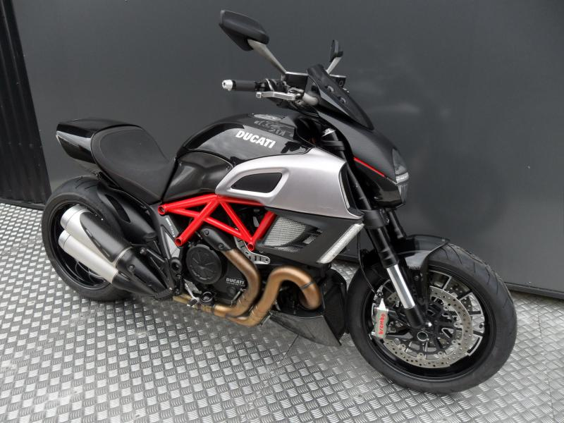 motos d 39 occasion challenge one agen ducati diavel red carbone 2011. Black Bedroom Furniture Sets. Home Design Ideas