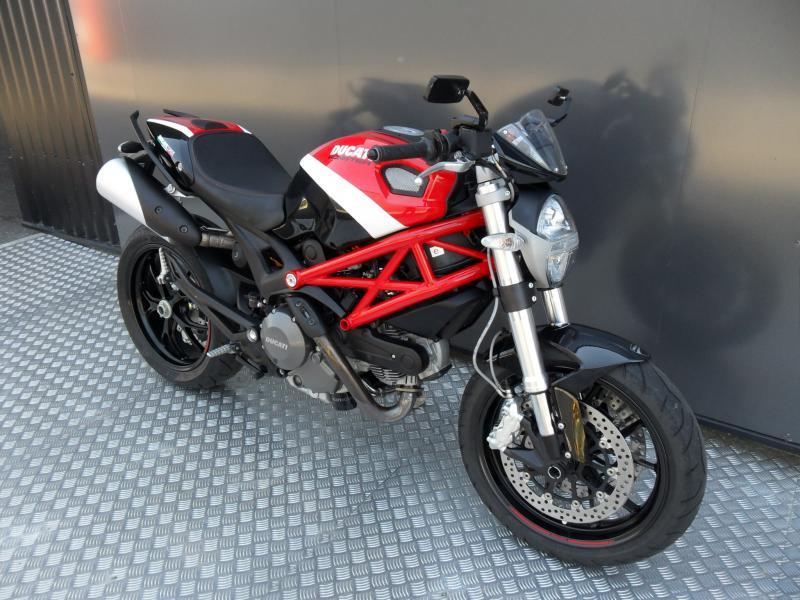 motos d 39 occasion challenge one agen ducati monster 796 corse 1er mains. Black Bedroom Furniture Sets. Home Design Ideas