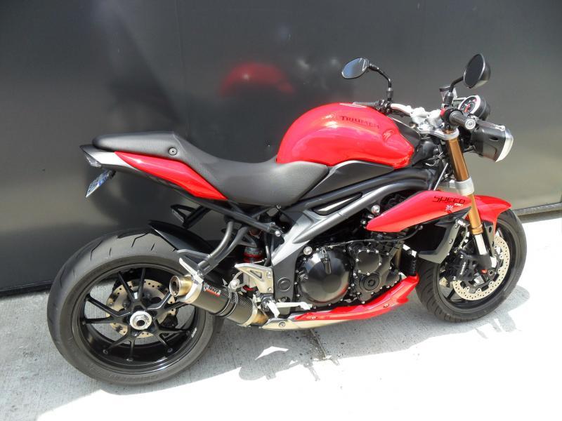motos d 39 occasion challenge one agen triumph speed triple 1050 2011. Black Bedroom Furniture Sets. Home Design Ideas